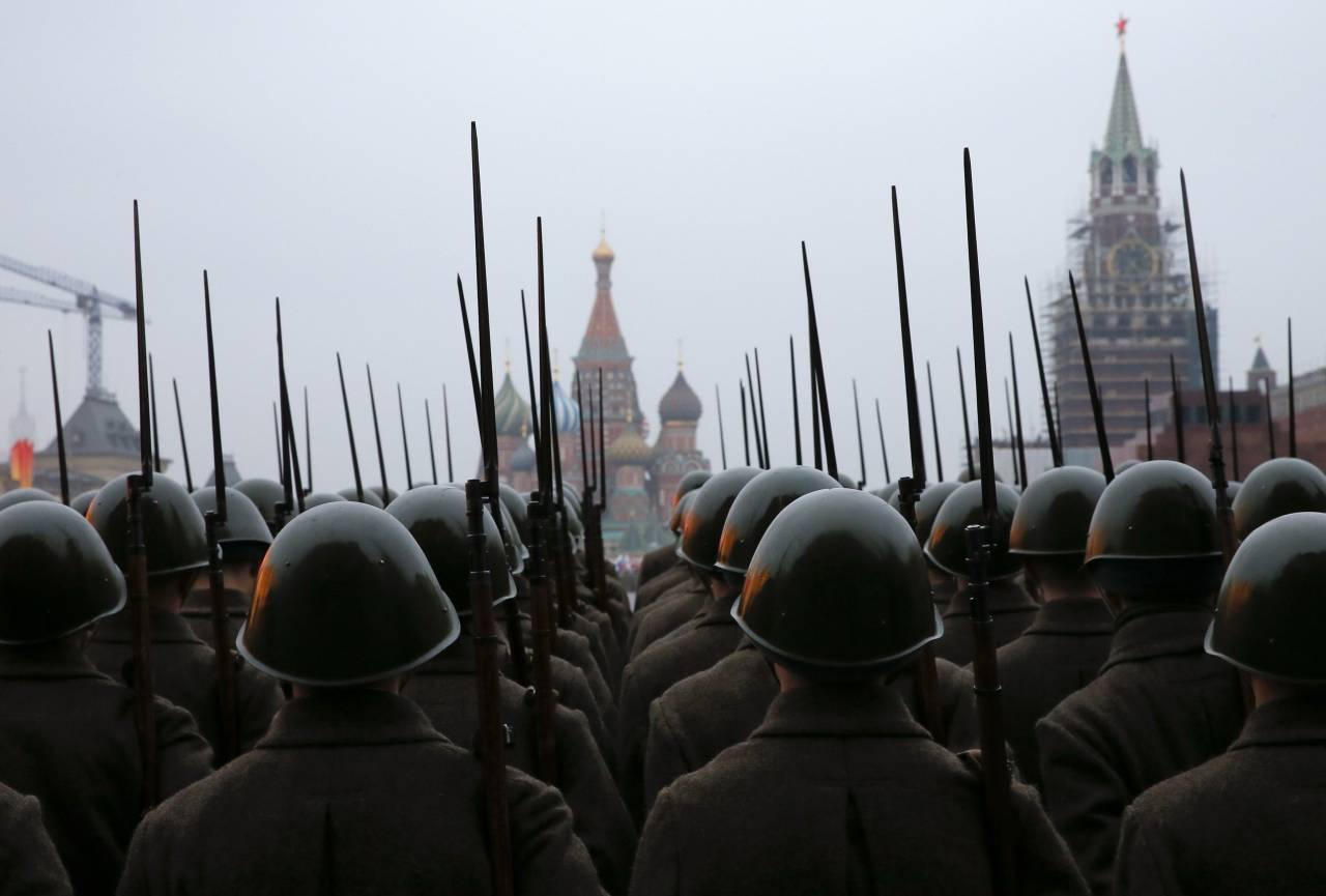 1505099326_2014-11-05t234147z_208999347_gm1eab607gc01_rtrmadp_3_russia-military